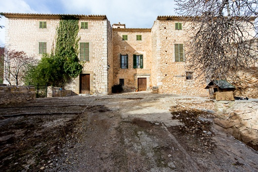 Exceptional original property from the 17th century with approx. 90 ha. Land by Alarò