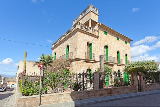 Mansion with lots of character and views of the Tramuntana in Sant Jordi