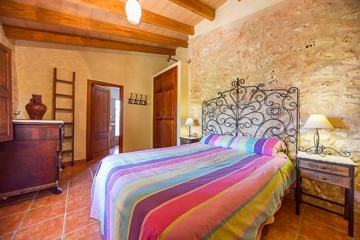 Spacious bedroom with bathroom en suite