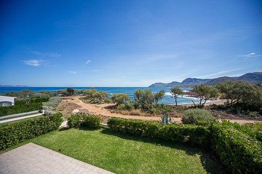 Modern villa on the 1st sea line with direct access to the beach in Colonia Sant Pere