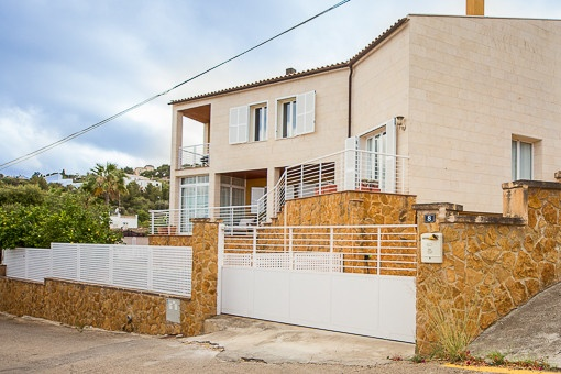 Modern and sunny villa with sea views in the upper area of Genoa