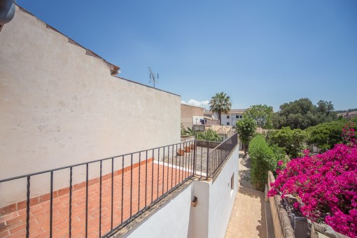 Lovely town house with large terraces in Alaró