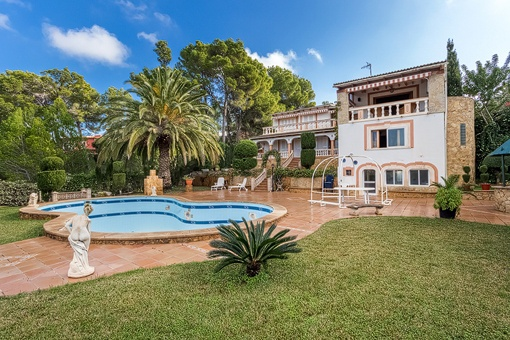 Large villa in the residential area of Nova Santa Ponsa
