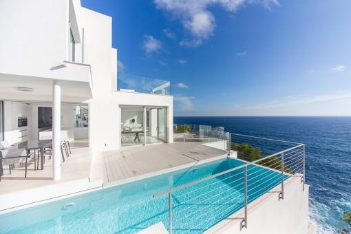 Luxurious, front-line, designer-house in Costa de Canyamel