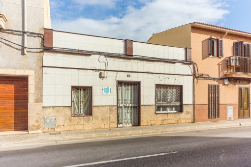 Terraced house in need of renovation with great potential for expansion in Portixol