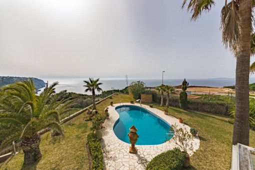 Villa on the 1st sea line with outstanding views over the bay of Palma