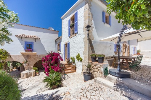 Spectacular 18th century house, perfectly and tastefully restored with exquisite details in La Bonanova
