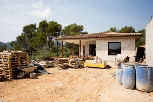 Luxury Finca under construction near to the town in a prominent location for completion in 2018