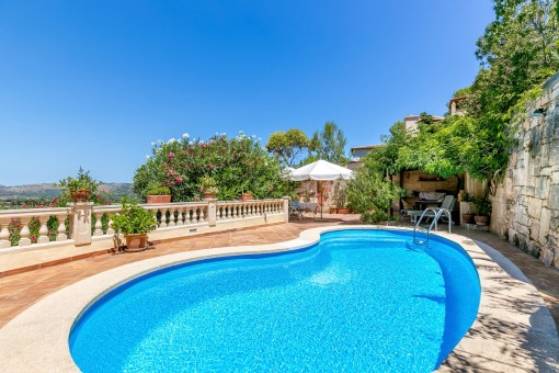 Large chalet with pool and guest apartment in Costa de Canyamel
