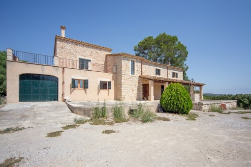 Finca with views and potential outside Sineu