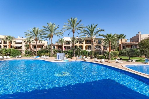 Spacious ground floor apartment with garden in a quiet community close to the centre of Santa Ponsa