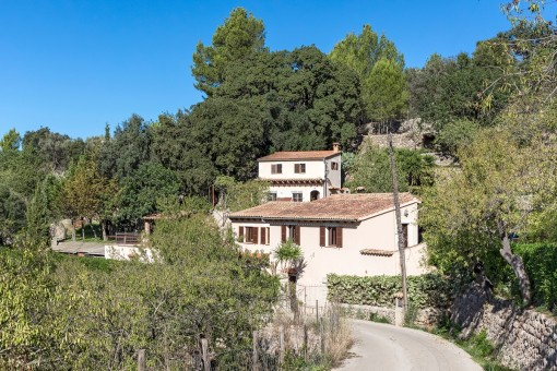 Rustic finca with guest house, pool and panoramic views