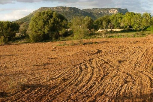 Building plot with sweeping views