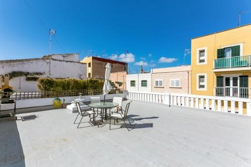 Sunny townhouse in the popular neighbourhood of Espanyolet