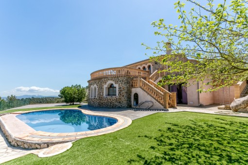 Spacious house with wonderful views surrounded by the natural countryside of Esporles