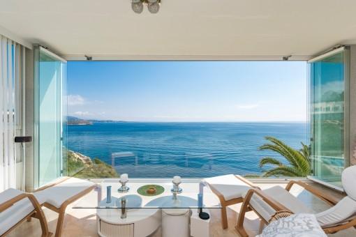 Beautiful apartment with fantastic panoramic sea views in Cala Vinyas