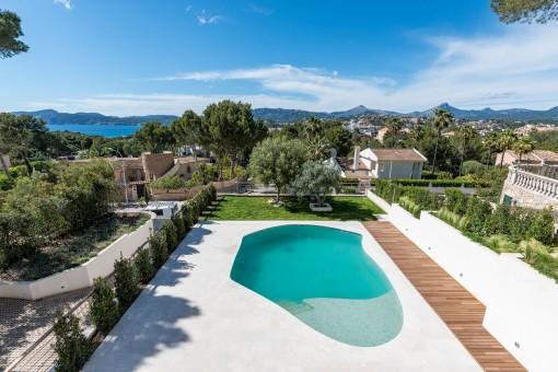 Modern, newly-built villa with sea views in Santa Ponsa
