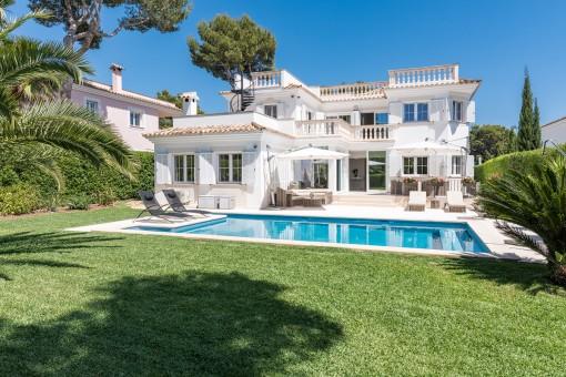 Wunderschöne Villa in einer sehr exklusiven Villengegend in Nova Santa Ponsa