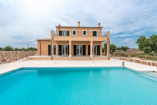 High-quality newly-built finca with pool and wonderful sweeping views very close to Santanyi