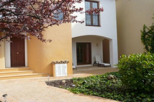 Mediterranean-style villa apartment in an exclusive residency in Nova Santa Ponsa