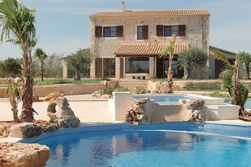 Idyllic, typical Mallorcan finca with a special pool area in Santanyi