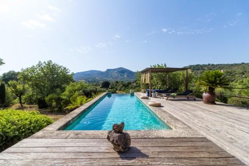Luxurious, loft-like finca property near San Lorenzo