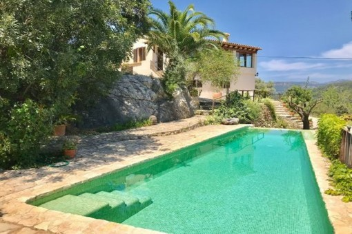 Wonderful finca with separate guest house, saltwater pool and oil-fired central heating