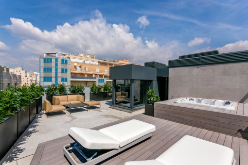 Extravagant newly-built penthouse with large...