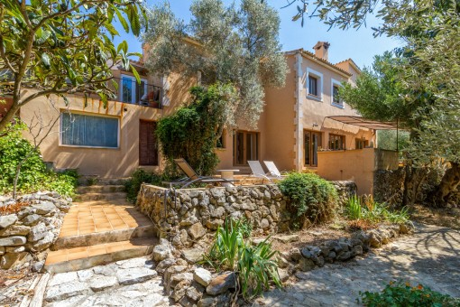 Villa with holiday rental licence in a prime location in Valldemossa