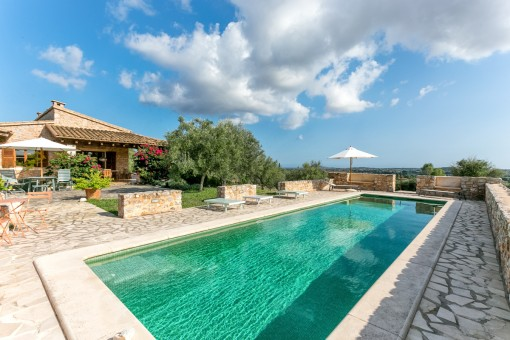 Beautiful finca with pool and 26.000 sqm plot...