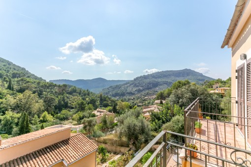 Modern semi-detached house with views and pool, only a few steps from the village of Valldemossa