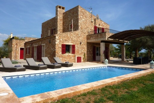 Wonderfully-situated, large finca on the beach of Es Trenc