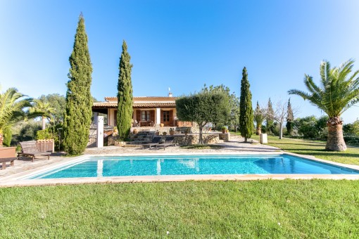 Wonderful finca with renting licence, spectacular panoramic views, pool and land in Maria de la Salut