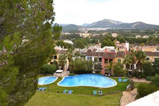 Semi-detached house with roof terrace and private garden in Santa Ponsa