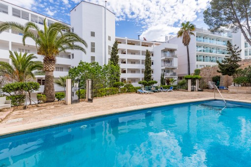 Centrally-situated sea-view apartment in Santa Ponsa