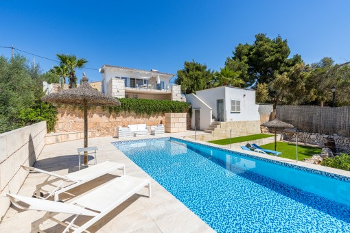 Wonderful chalet in Cala Llombards with pool just a short walk to the beach