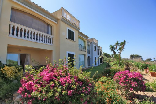 Ground-floor apartment in a well-maintained garden complex with sea views in Tolleric