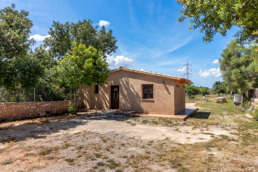 Small, charming finca with a lot of potential near Llucmajor