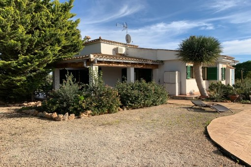 Beautiful finca property in a quiet location with mountain views near Llucmajor