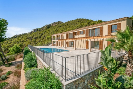 Newly-built villa in a spectacular location with magnificent harbour views in Puerto Andratx