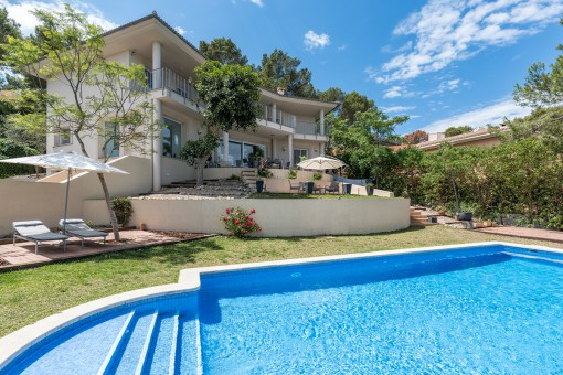 Exclusive property with delightful views over the Bay of Santa Ponsa in sought-after residential zone