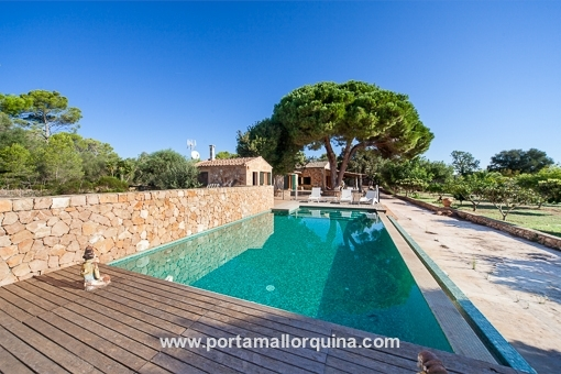 Wonderful natural-stone finca on a large plot in Llucmajor