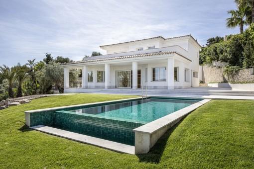 Modern villa with enchanting sea views in a prime location in Santa Ponsa