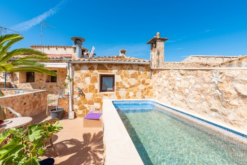 Traditional village house with bodega, patio and pool in Llucmajor