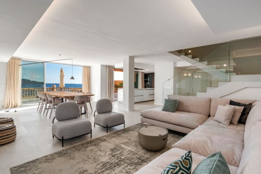 Excellent duplex apartment on the first sea line near Port Adriano
